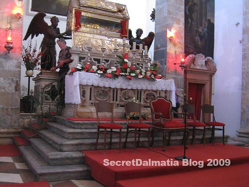 The sarcophagus on altar