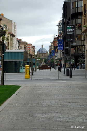 Vista de la Avenida de Carlos III con el Monumento a los Caídos al fondo.