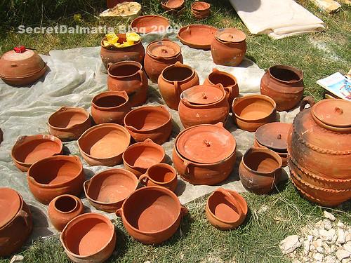 Clay pots and peka domes. More Bosnian than Dalmatian tradition lately...