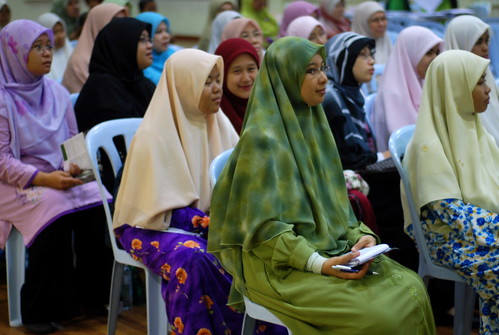 Para peserta wanita
