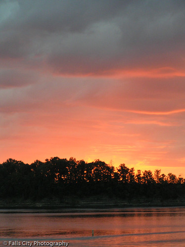 Sunrise over Green River Lake