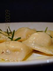 Ravioli alla crema di parmigiano e tartufo