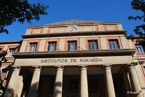 Edificio de los Institutos de Navarra, obra de José Yarnoz de 1939