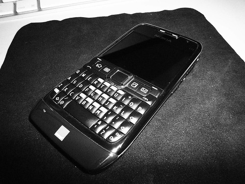 Nokia E71 - Grainy B&W