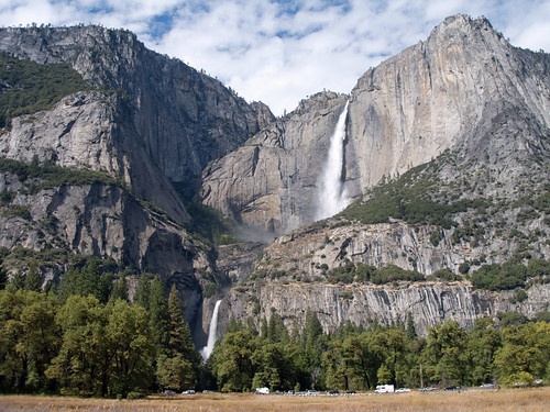 Yosemite Falls has early-summer flow!
