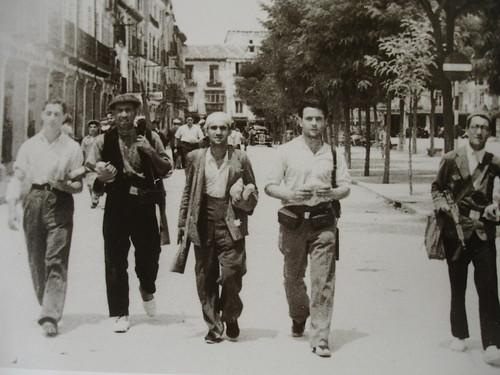 Milicianos en la plaza de Cervantes (21-7-1936)