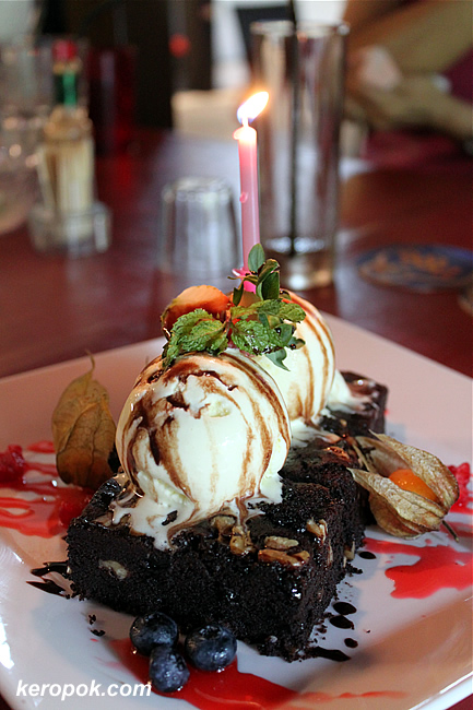 Warm Brownies with ice cream