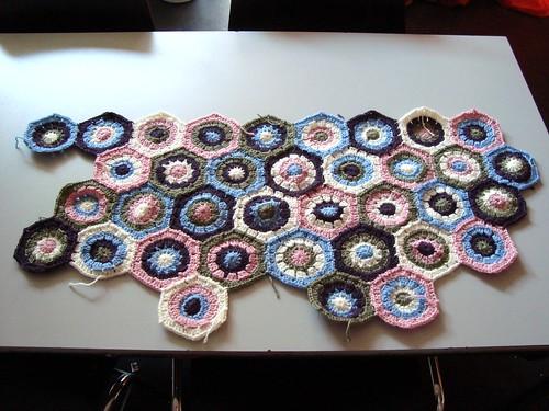 Hexagon <3 blanket, day 2