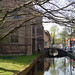 Iglesia junto al canal