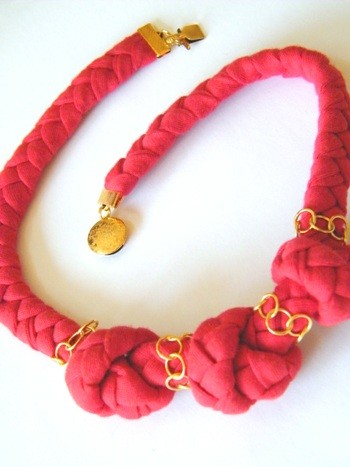 Turtila red knot necklace