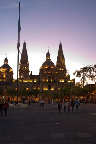 Sol sigue en platica con catedral