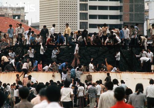 Evacuation on Saigon river bank