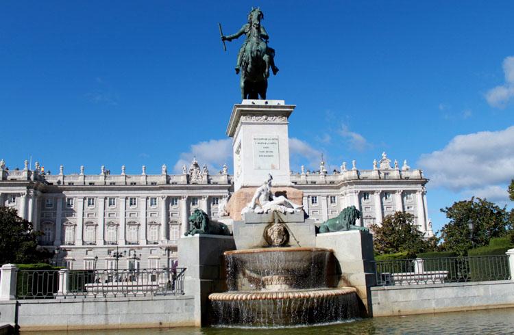 Palacio Real Fountain