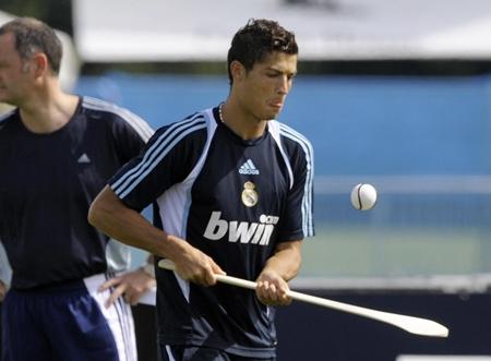 Cristiano Ronaldo takes up his Caman