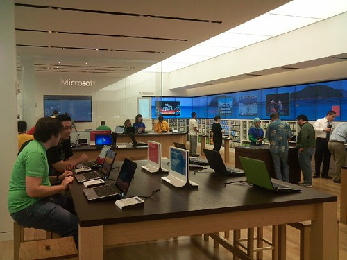Microsoft Store by seantoyer.