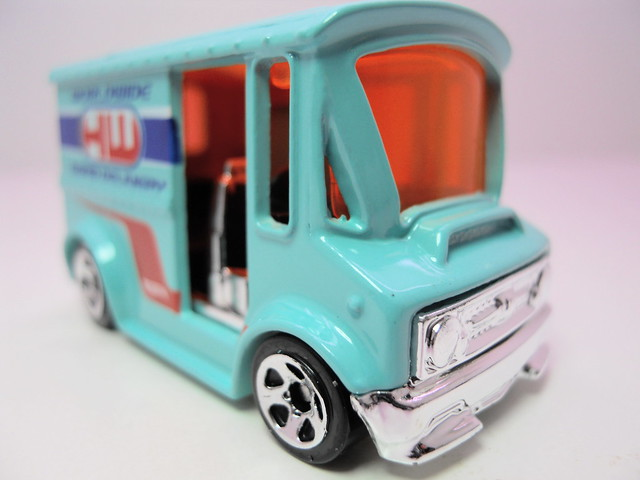 hot wheels turquise bread box (3)