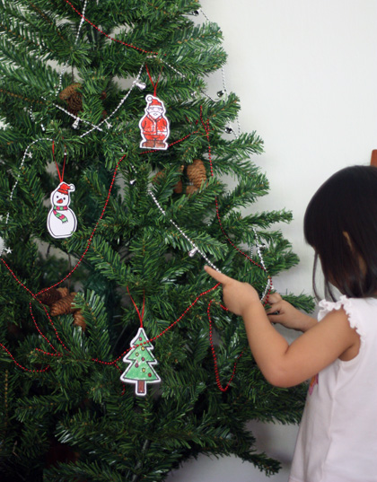 decorating xmas tree
