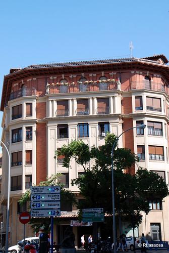 Fachada de un edificio en la calle Estella