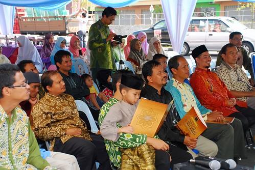 Para hadirin yang turut menyerikan majlis