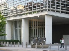 office building, Washington, DC (by: La Citta Vita, creative commons license)