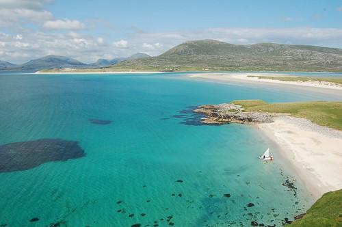 Mer turquoise et sable blanc. Une plage paradisiaque sur l'île de Harris, Écosse