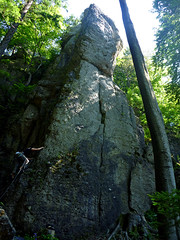Referendarsteig y a su izquierda una escaladora local en el 4+