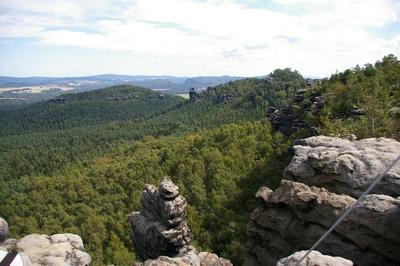Blick vom Gohrisch auf Papststein und Kleinhennersdorfer Stein