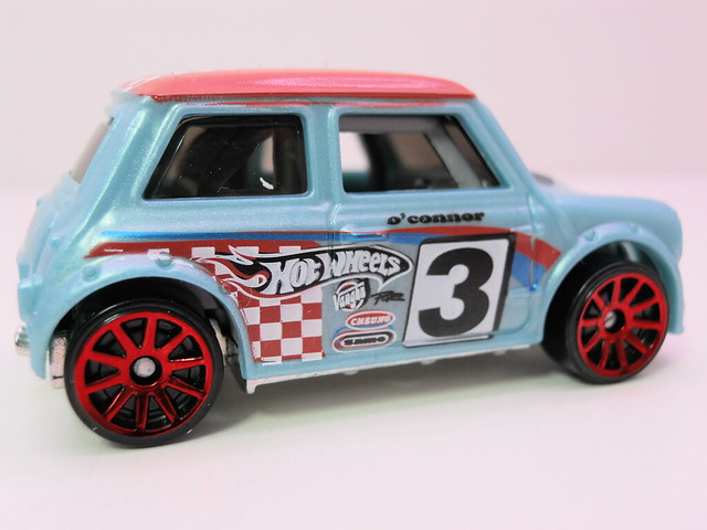hot wheels morris mini baby blue (3)