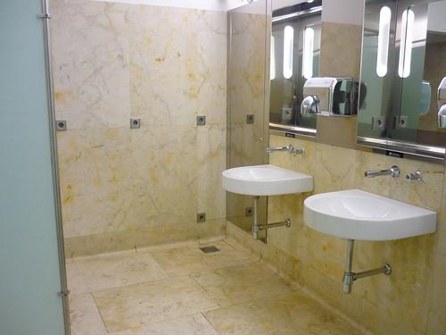 Madrid airport toilets - NO bins