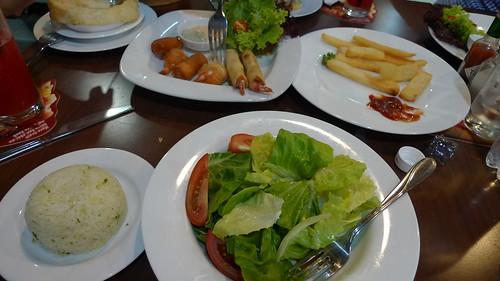 vietnamese pizza hut lunch