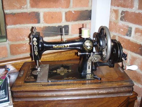 defiance sewing machine.JPG