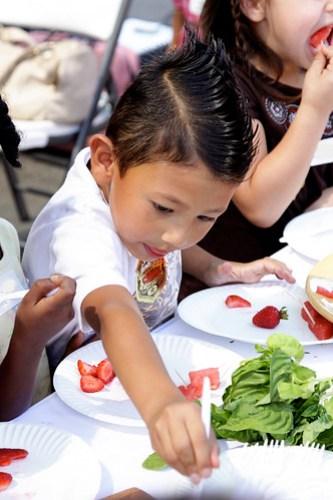 kidstryingfruit