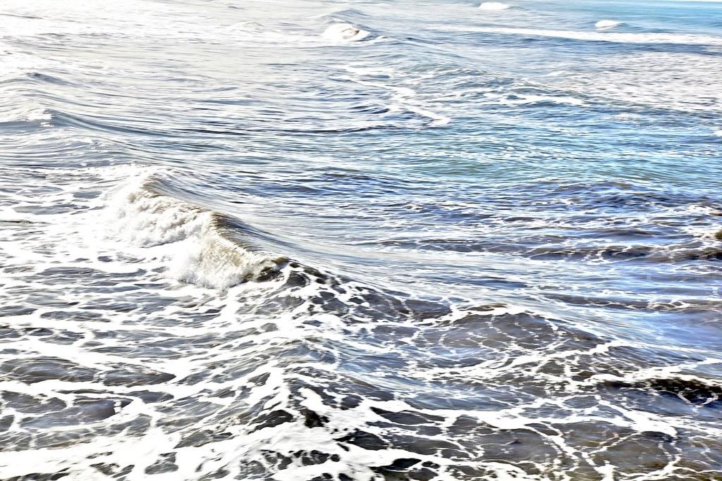 pacific beach waves