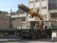 Israeli army placing concrete blocks in Hebron