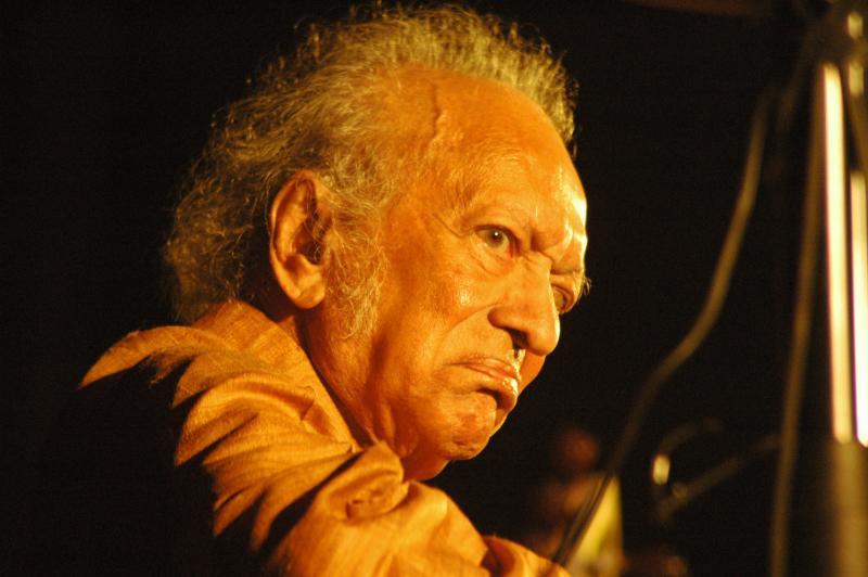 Bharat Ratna, Pt. Ravishankar, sitar maestro performing