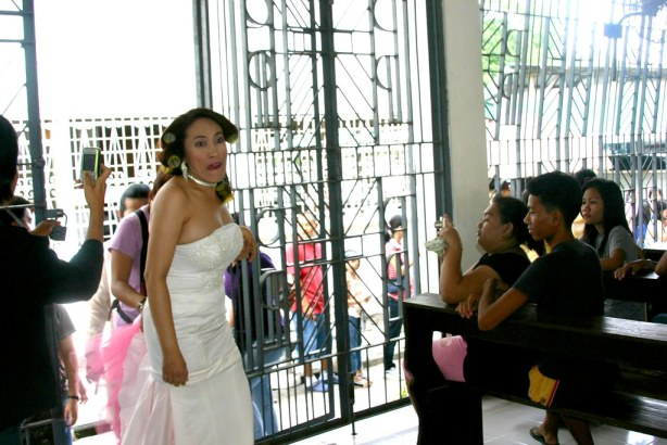 Ai-ai delas Alas makes face at Bariles camera while entering the Lagao Church from the side entrance.