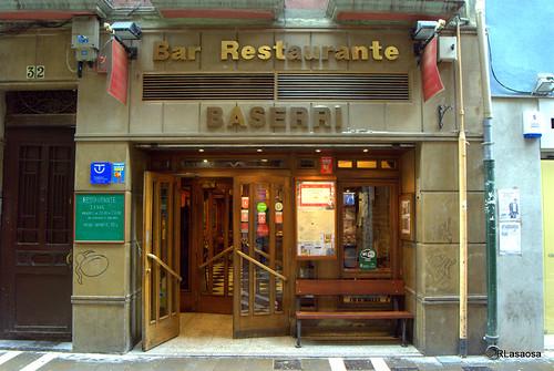 """""""Bar Restaurante Baserri"""", pinchos y vinos de calidad en la calle San Nicolás de Pamplona"""