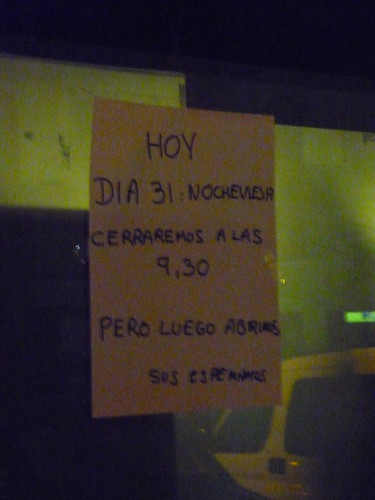 We will be back later... sign on a Spanish bar