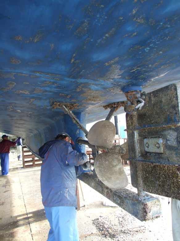 The cleaning of the hull
