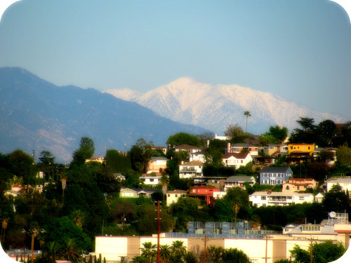 PRETTY WHITE MOUNTAIN ABOVE THE CITY
