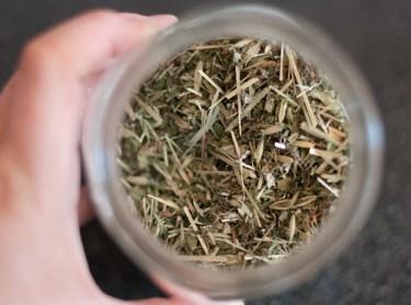 Home mixed pregnancy tea