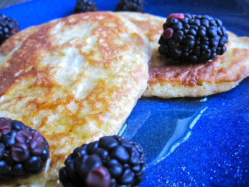 saturday morning vanilla pancakes with blackberries