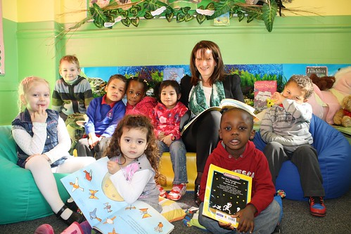 Lynne Featherstone reading at Noel Park Primary School