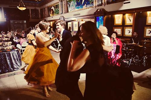 Everybody dancing!