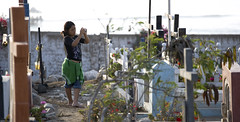 Yomira taking photos in the Huanchaco cemetery.