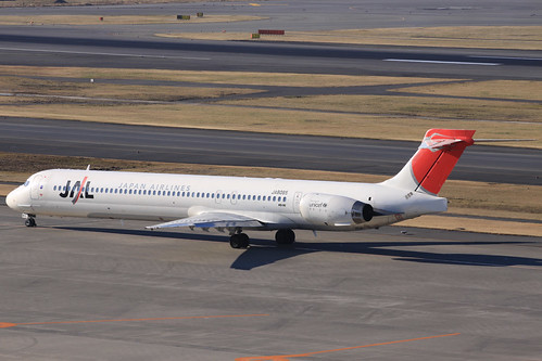 JAL MD-90-30(JA8065)