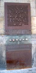 Gedenktafel am Bahnhof Neustadt - anklicken zum Vergrößern