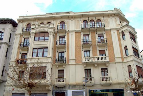 Antiguo edificio de viviendas en la Avenida de Carlos III