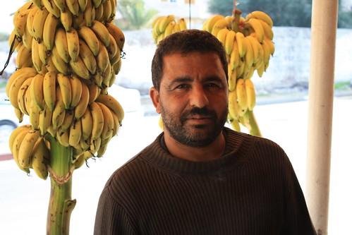 En palestinsk frukthandlare som bjöd på bananer