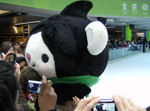 2001 VANCOUVER WINTER OLYMPICS | THE LOOK OF THE GAMES :: THE MASCOTS :::  MIGA + CAMERAS